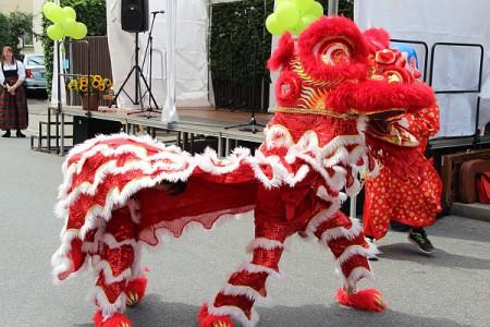Drachentanz beim Fest der Kulturen